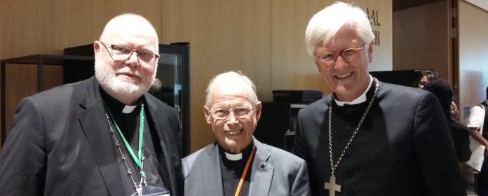 Johannes Lähnemann im vergangenen Jahr zwischen dem Münchner Erzbischof Reinhard Marx und dem evangelischen Landesbischof Heinrich Bedford-Strohm. Foto: Privat