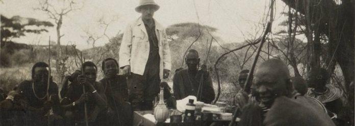 Johann Buchta im Kreise der Massai.